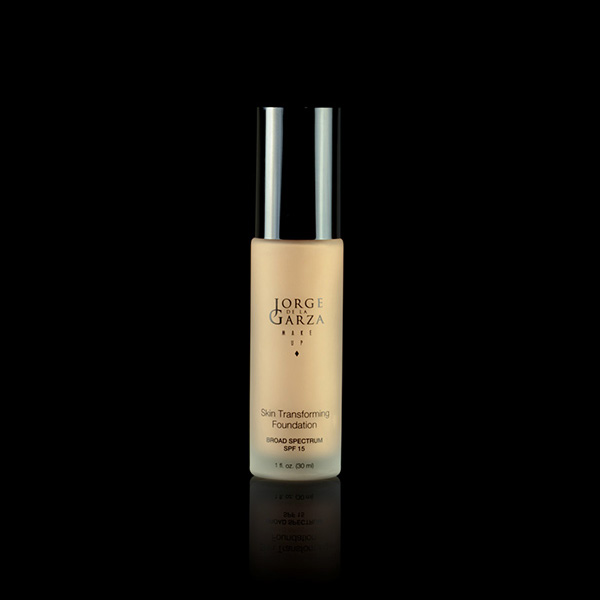 Base Skin Transforming Foundation SPF 15 para maquillaje profesional