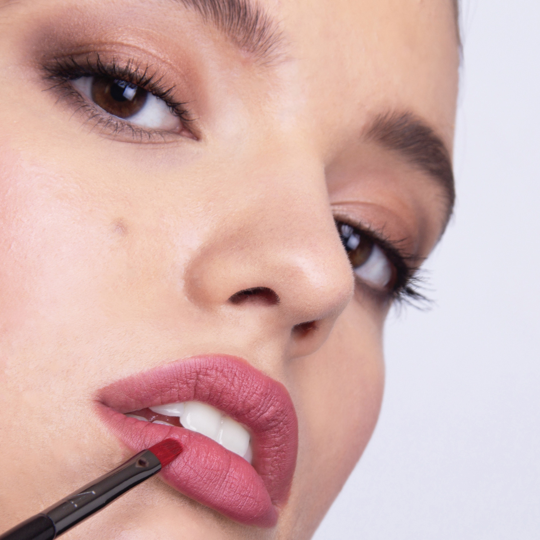 Pincel B4 - Labios - maquillaje profesional