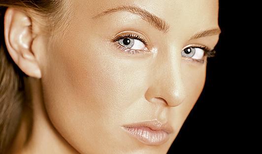 Cómo mantener el tono bronceado en la piel, hidratar y proteger la piel