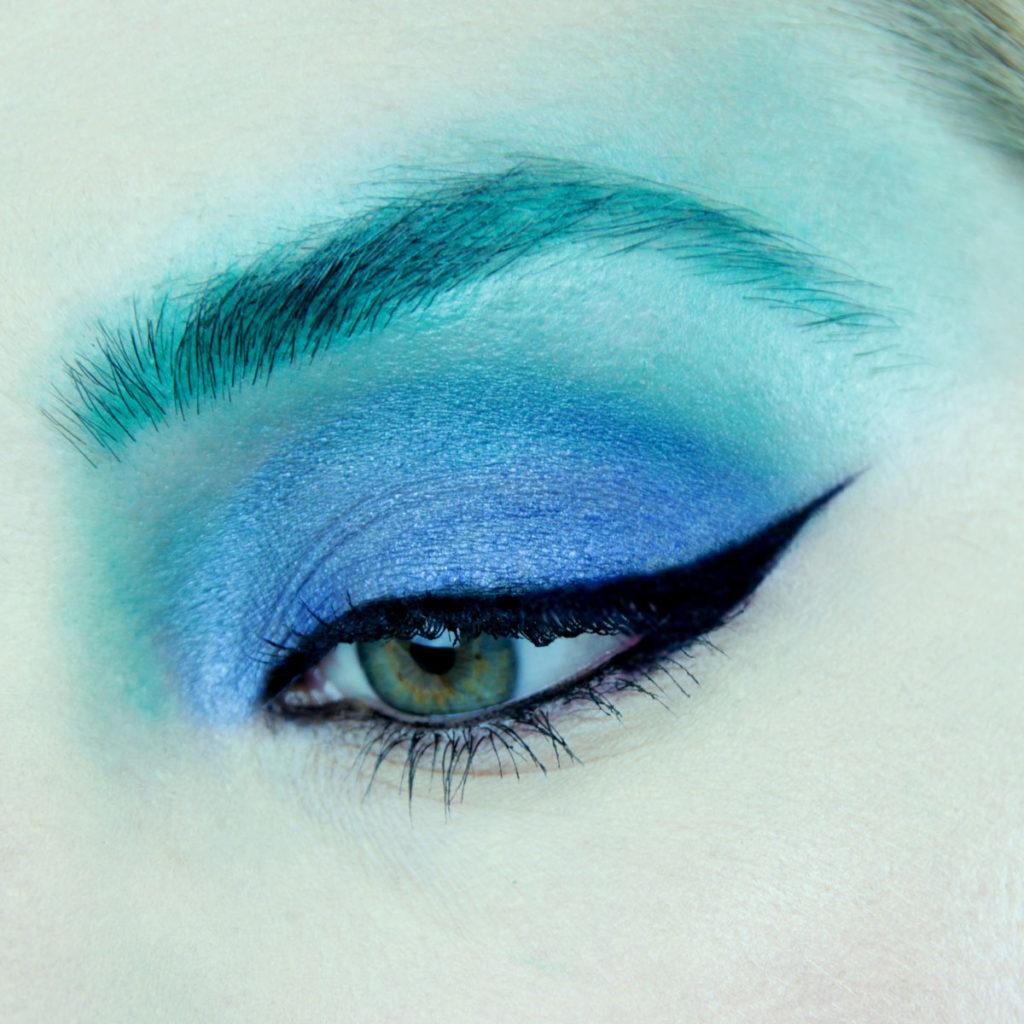 Maquillaje de ojos para fiesta color azul - Paso 3