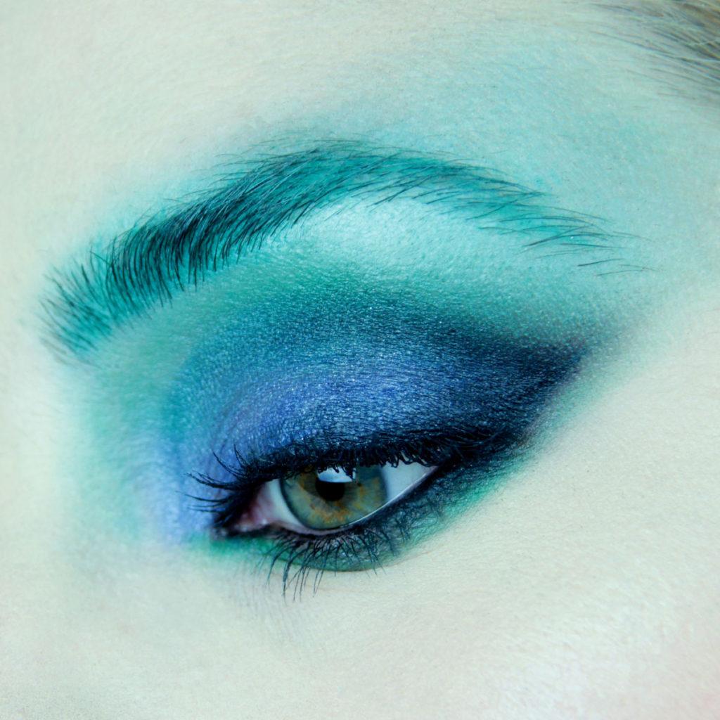 Maquillaje de ojos para fiesta color azul - Paso 4