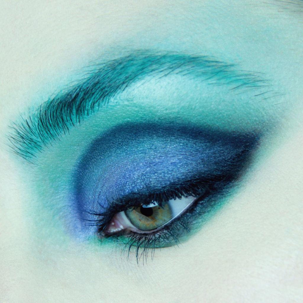 Maquillaje de ojos para fiesta color azul - Paso 5