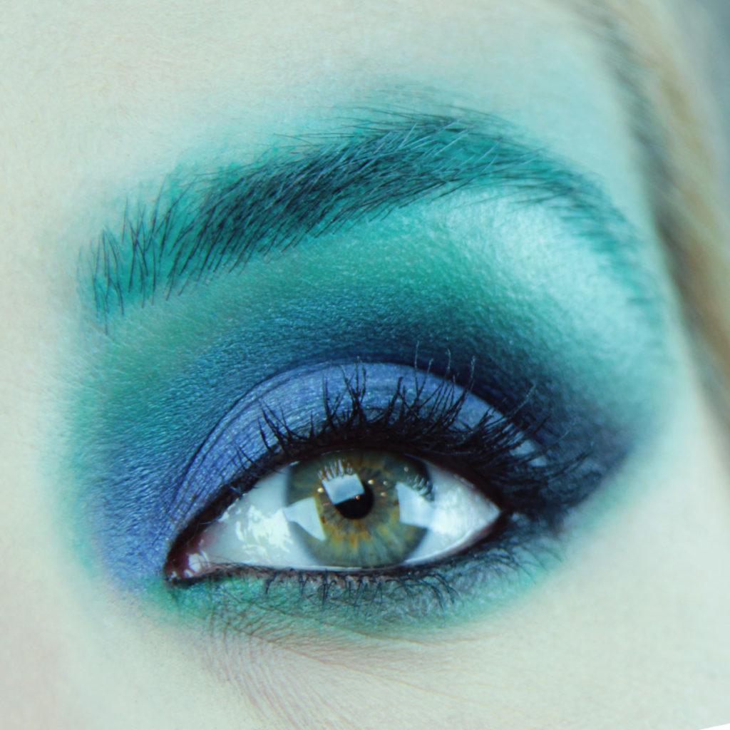 Maquillaje de ojos para fiesta color azul - Paso 6