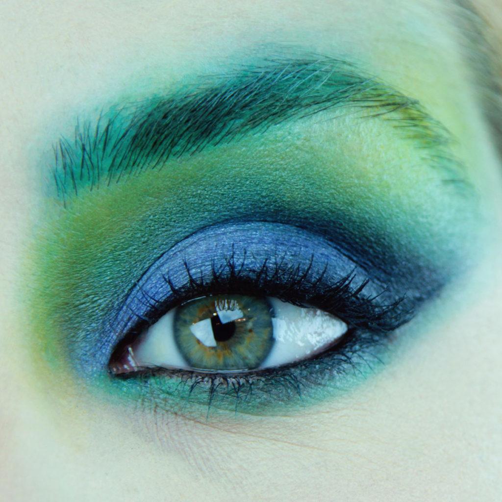 Maquillaje de ojos para fiesta color azul - Paso 7