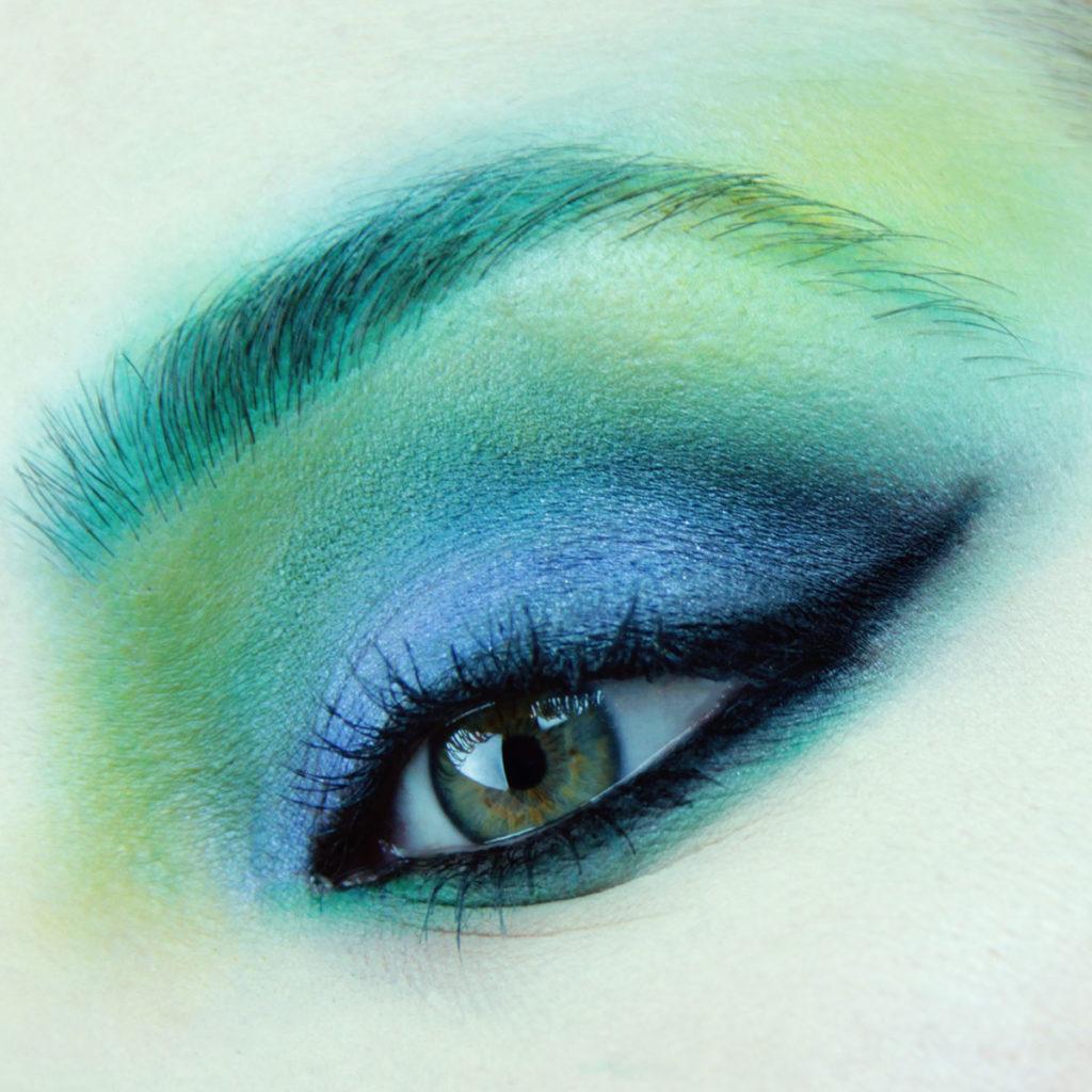Maquillaje de ojos para fiesta color azul - Paso 8