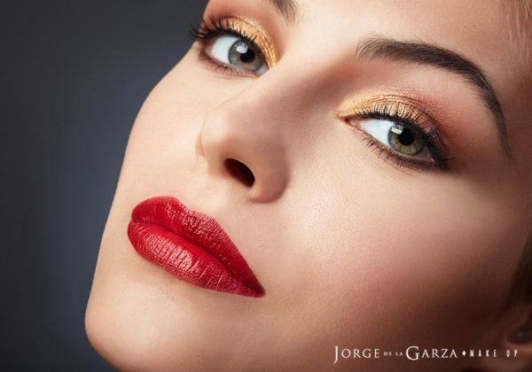 Únete a la tendencia del maquillaje metálico
