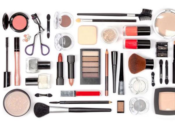 Kit de maquillaje S.O.S: qué llevar en el bolso